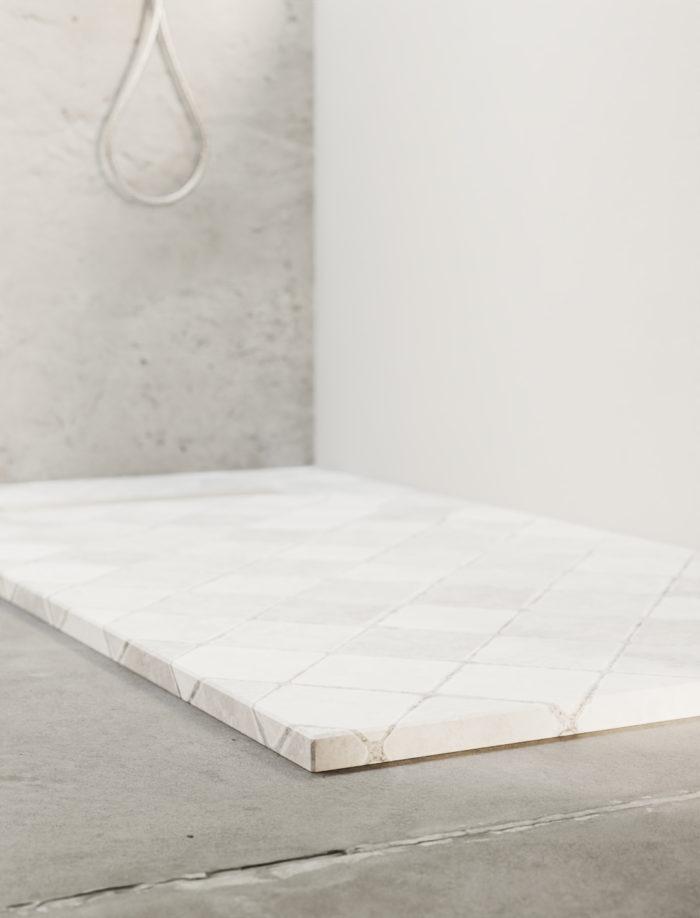 Tiles plato de ducha cuadriculado, detalle